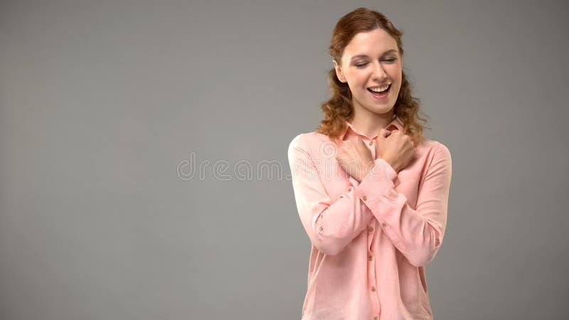 Frau, die sagt, Sie in der Gebärdensprache, Lehrer zu lieben zeigt Wörter in asl, Lektion lizenzfreie stockbilder