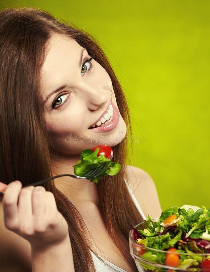 Download Frau, die Salat isst stockfoto. Bild von diät, schönheit - 26372638