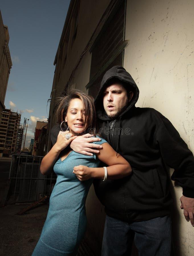 Frau, die sich verteidigt stockfotos