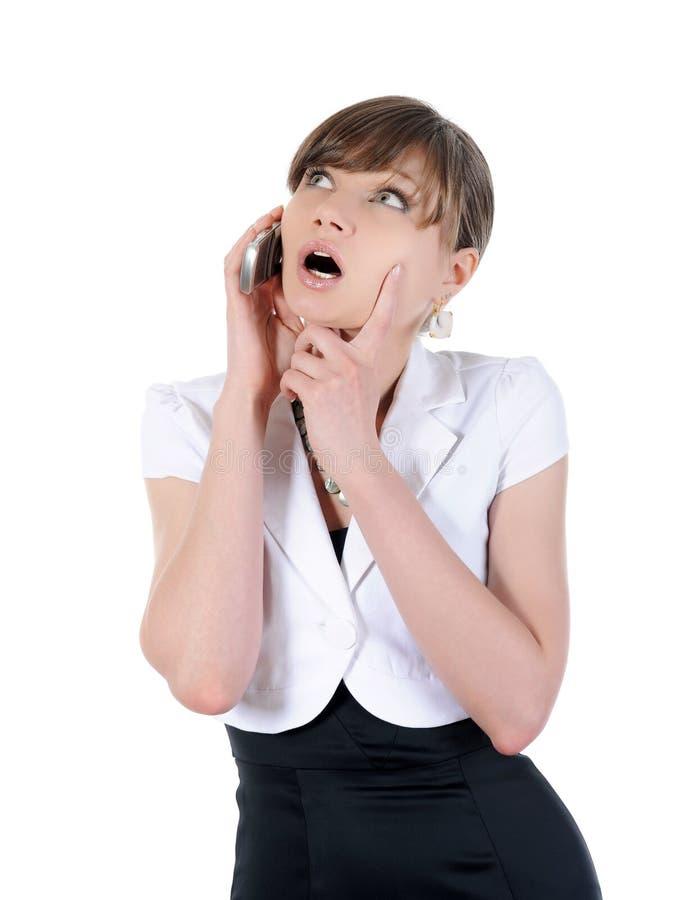 Frau, die am Telefon spricht. stockfotos