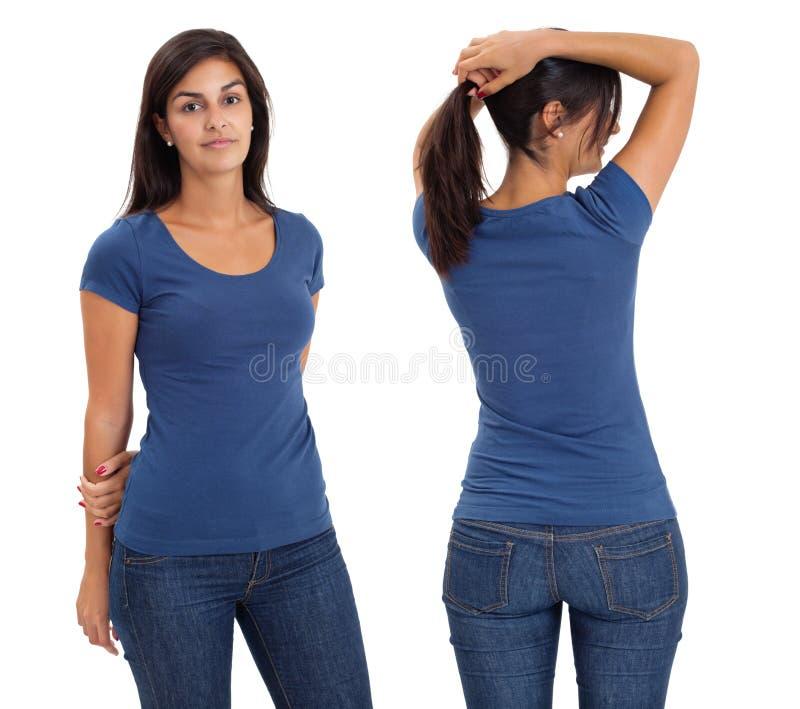 Frau, die unbelegtes blaues Hemd trägt lizenzfreie stockfotografie