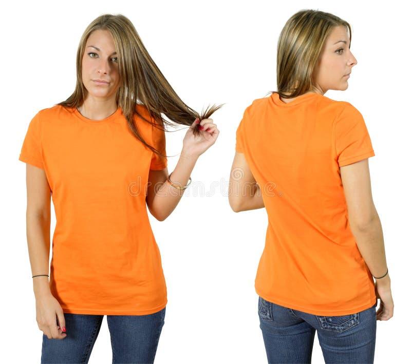 Frau, die unbelegtes orange Hemd trägt stockfoto