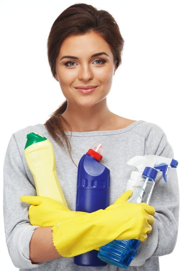 Frau, die unterschiedliches Reinigungsmaterial hält lizenzfreie stockfotografie