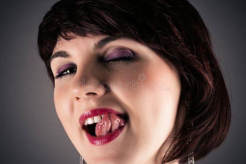 Frau, Die Verlockend Lippen Leckt Stockbild - Bild von