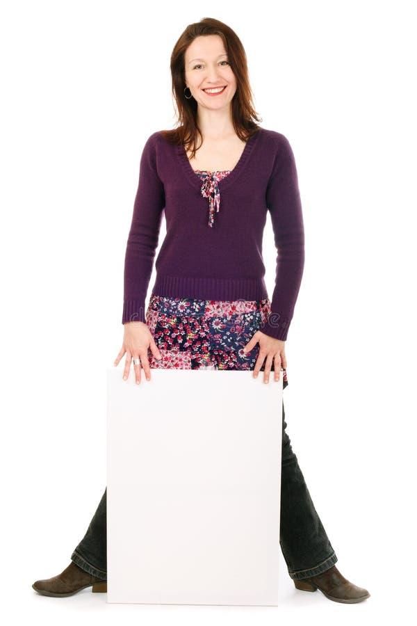 Frau, die Vorstand zeigt stockfoto