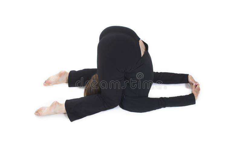Frau, die Yogahaltung tut lizenzfreies stockbild