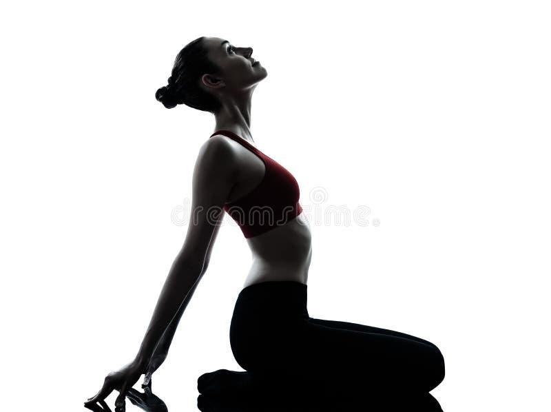 Frau, die Yogameditation ausübt lizenzfreies stockfoto