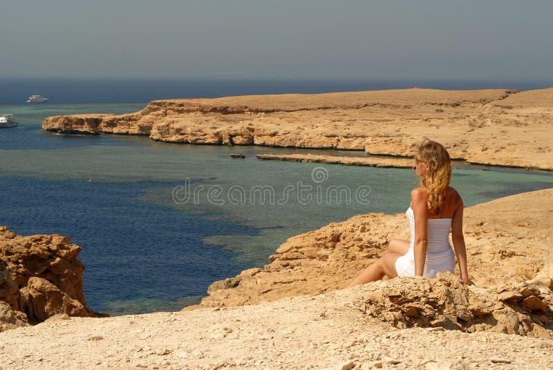 Frau in einem Ras Mohamed lizenzfreie stockbilder