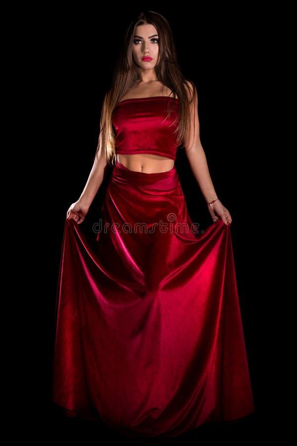 Frau in einem roten Kleid lizenzfreies stockfoto