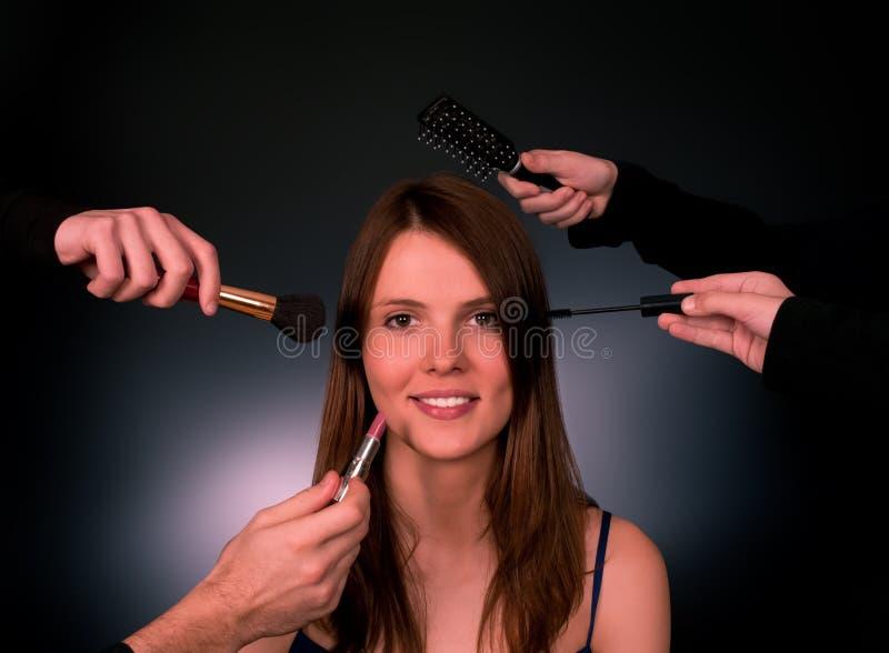 Frau in einem Schönheitssalon lizenzfreie stockbilder