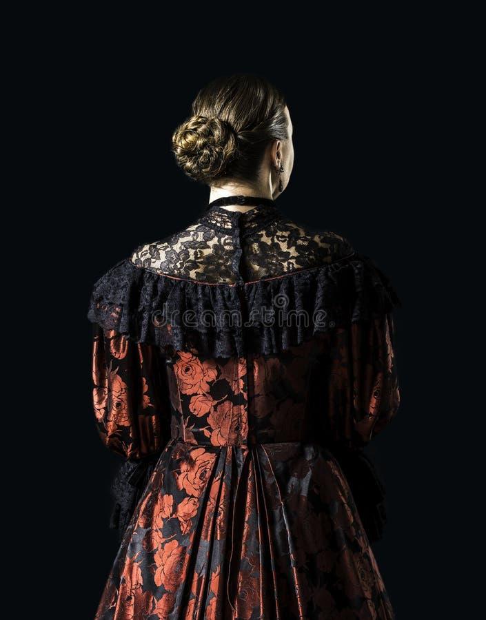 Frau in einem Weinlesekleid stockfoto