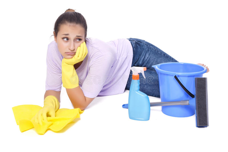 Frau ermüdet von der Reinigung stockfoto