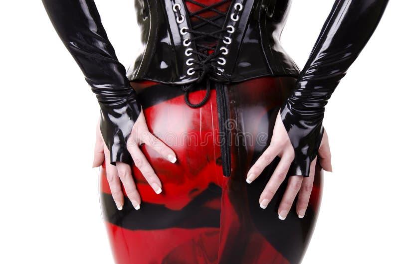 Frau gekleidet in dominatrix Kleidung stockbild