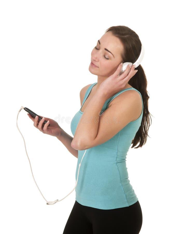 Frau genießt Musik lizenzfreie stockbilder
