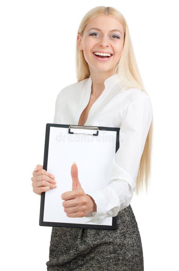 Frau hält ein Anschlagbrett mit dem Daumen oben an stockfotografie
