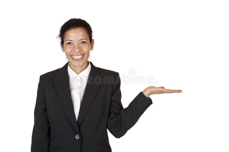 Frau hält Palme für unbelegten Anzeigenplatz an stockbilder