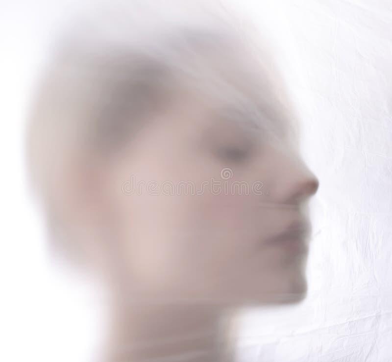 Frau hinter Folie stockbilder