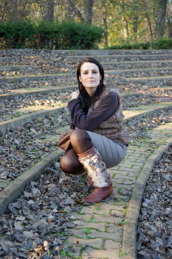 Frau im Amphitheater stockfoto