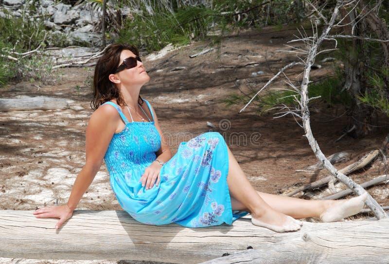 Frau im Blau lizenzfreie stockfotos