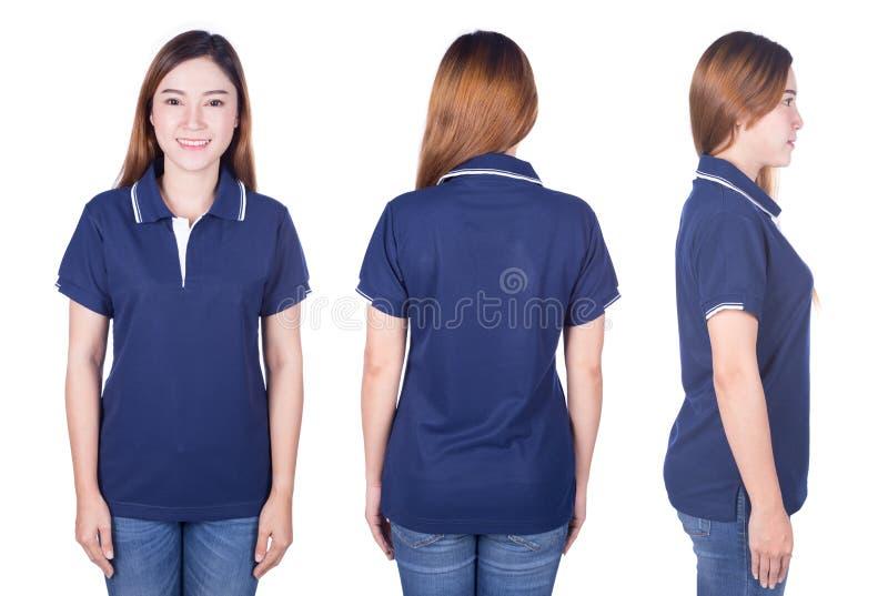 Frau im blauen Polohemd lokalisiert auf weißem Hintergrund stockfotografie