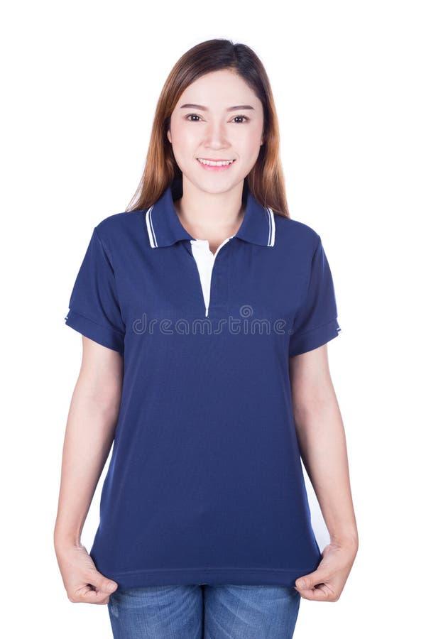 Frau im blauen Polohemd lokalisiert auf weißem Hintergrund stockbilder
