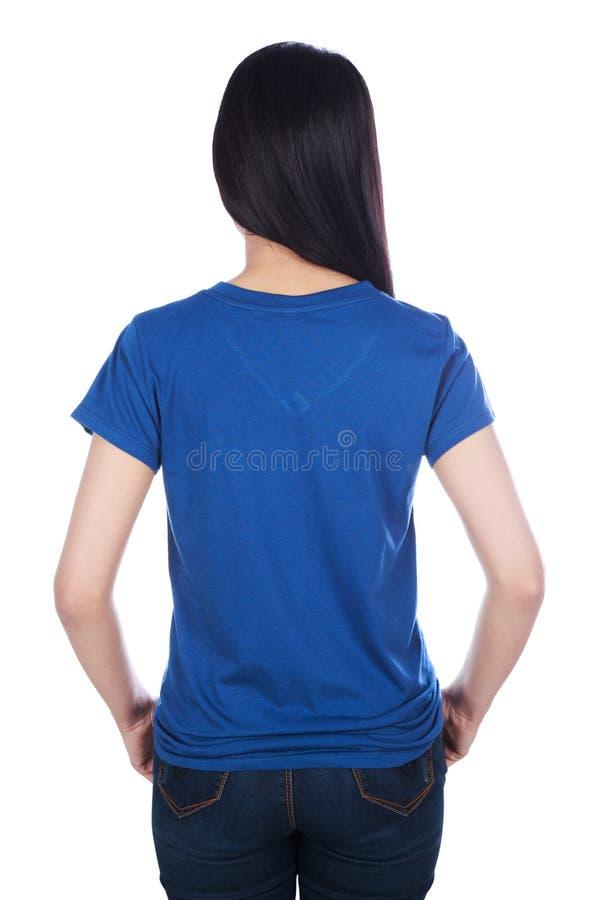 Frau im blauen T-Shirt lokalisiert auf einem weißen Hintergrund stockbilder
