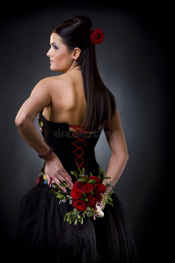 Frau im Cocktailkleid lizenzfreies stockbild