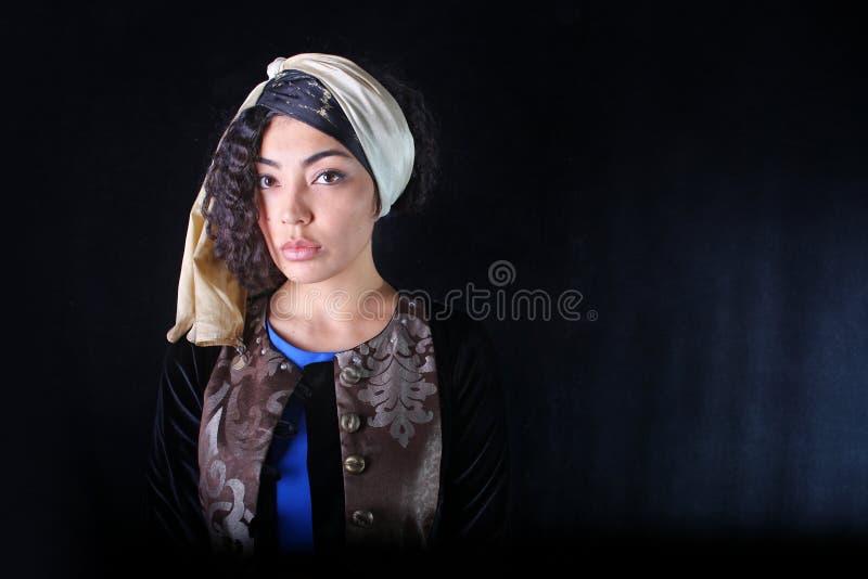 Frau im ethnischen Kleid stockfotos