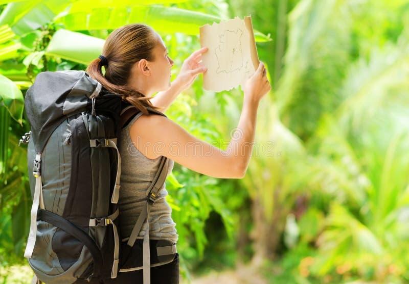 Frau im Freien lizenzfreie stockfotos
