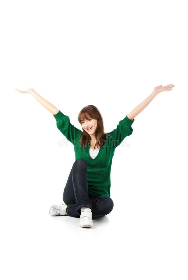 Frau im grünen Mantel lizenzfreie stockbilder
