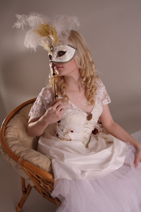 Frau im Hochzeitskleid lizenzfreies stockbild