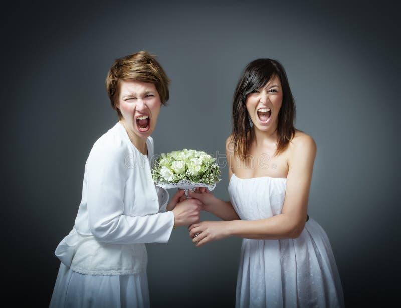 Frau im Hochzeitskleid schreiend stockbild