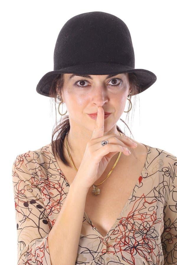 Frau im Hut mit einem Geheimnis lizenzfreie stockfotografie