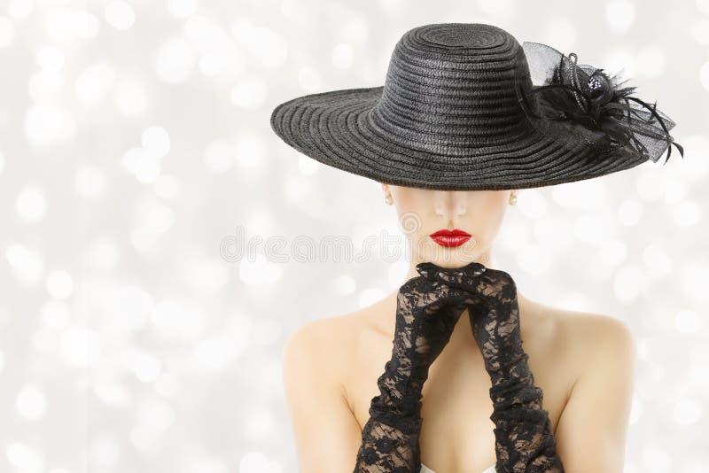 Frau im Hut und in den Handschuhen, Mode-Modell Beauty Portrait, Mädchen verstecktes Gesicht, rote Lippen lizenzfreies stockfoto