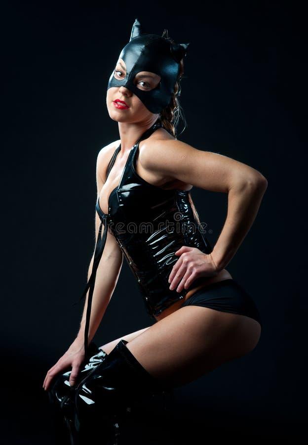 Frau im Katzenkostüm stockbild