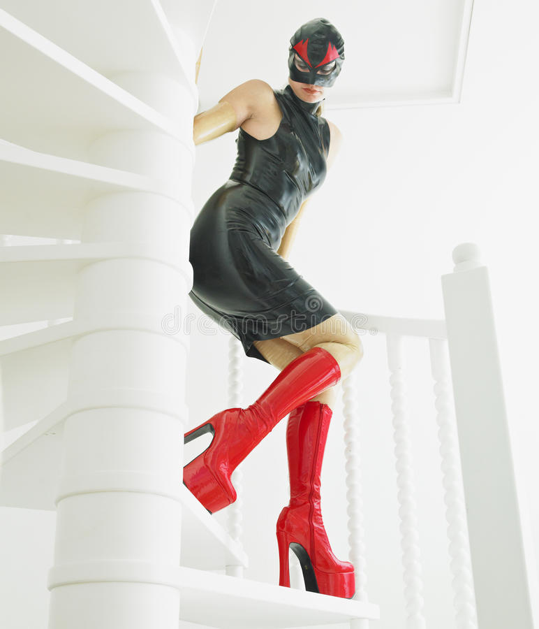 Frau im Latex lizenzfreie stockfotos