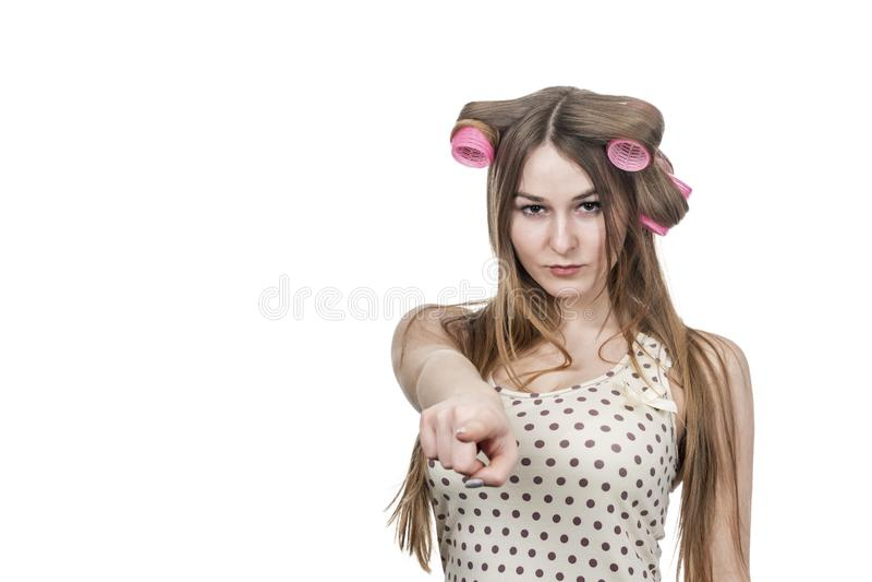 Frau im Lockenwicklerpunktfinger stockfotografie