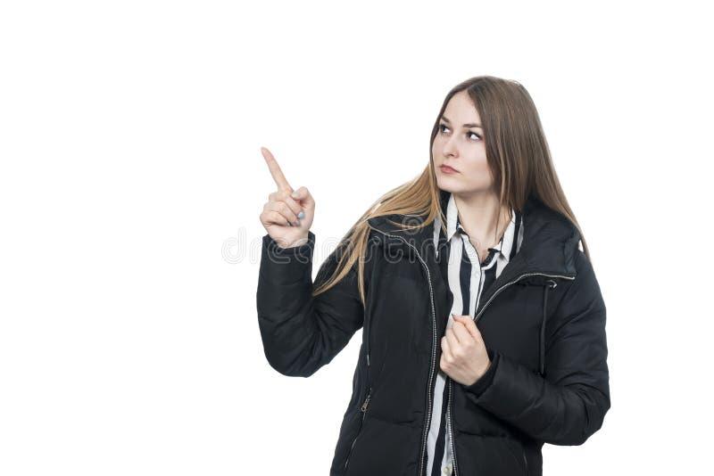 Frau im Mantelpunktfinger lizenzfreies stockbild