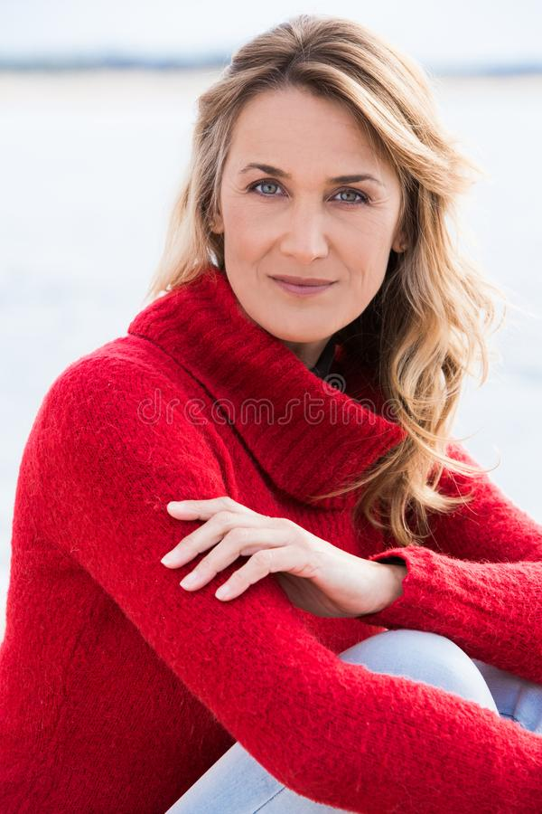Frau im Winter stockbilder