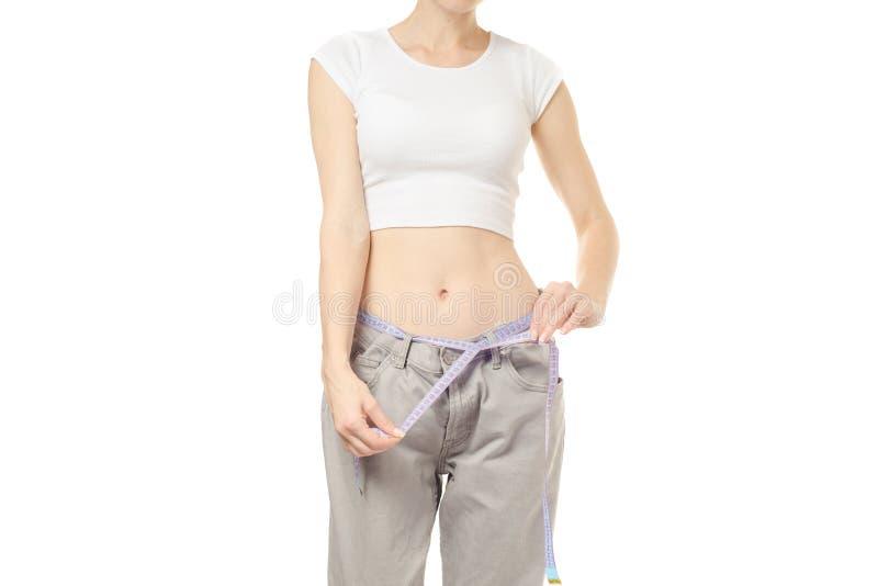 Frau ist mit großer Größe der Schlankheit ein Zentimeter dünn stockbild