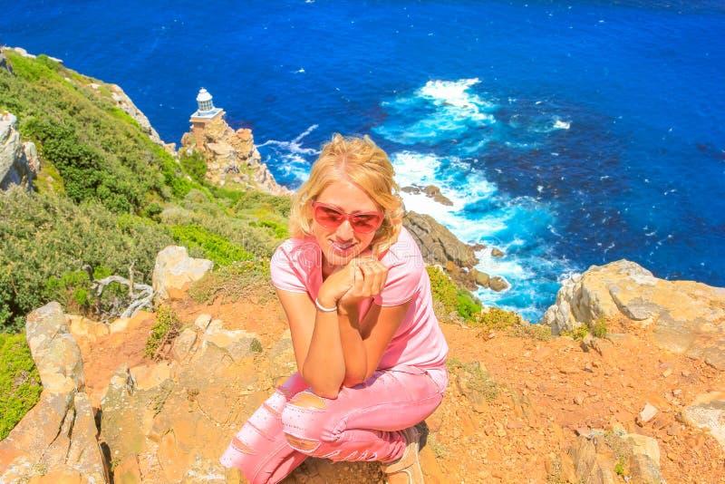 Frau am Kap-Punkt Lightouse lizenzfreies stockbild