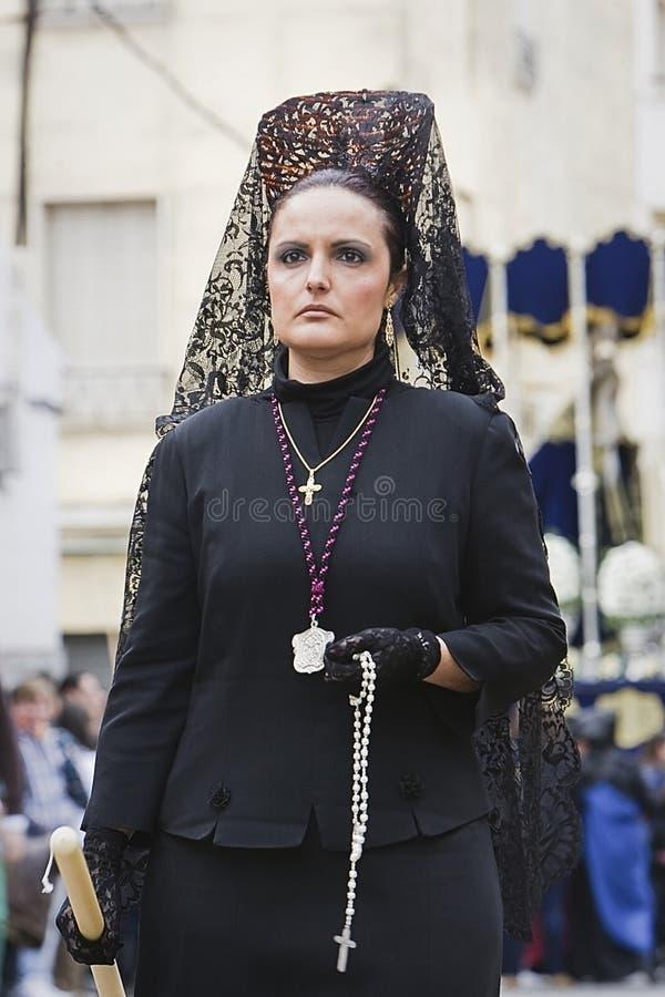 Frau kleidete in der Mantille während einer Prozession der Karwoche an stockfotos
