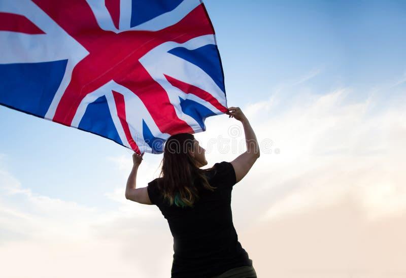 Frau in London mit einer Flagge lizenzfreies stockbild