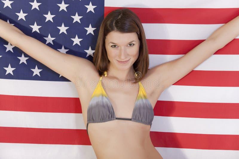 Download Frau Mit Amerikanischer Flagge Stockfoto - Bild von patriotisch, gebläse: 12201618