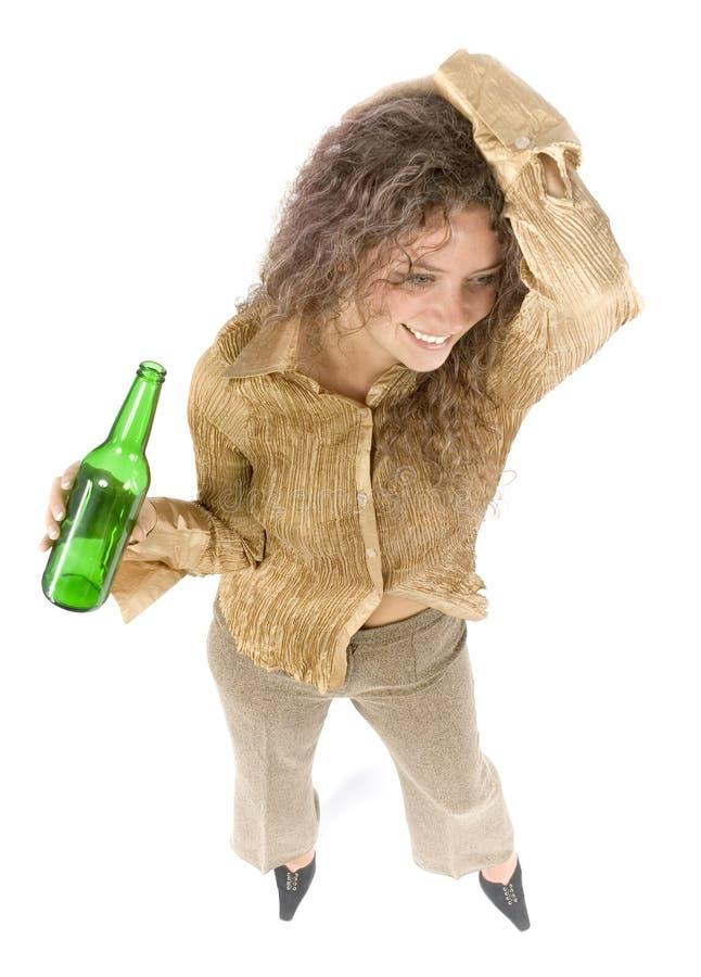 Frau mit Bier stockfotografie