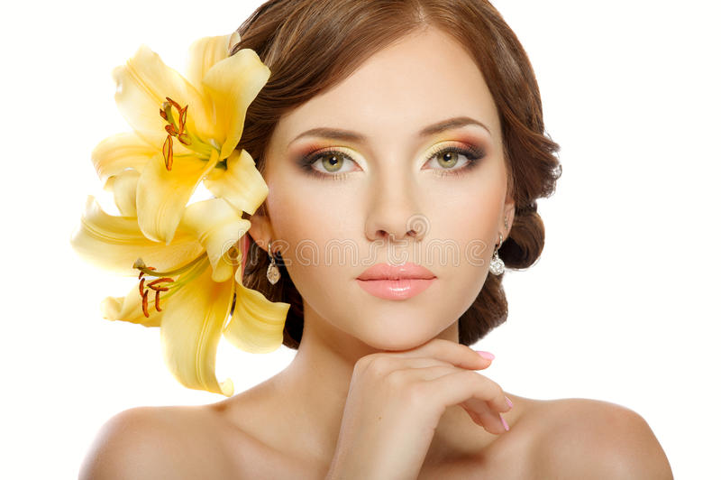 Frau mit Blumen lizenzfreies stockbild