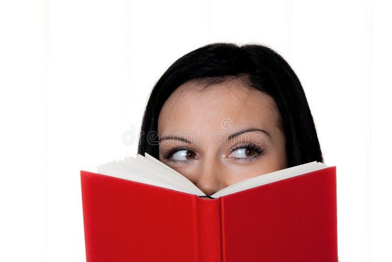 Frau mit Buchmesswert stockfoto