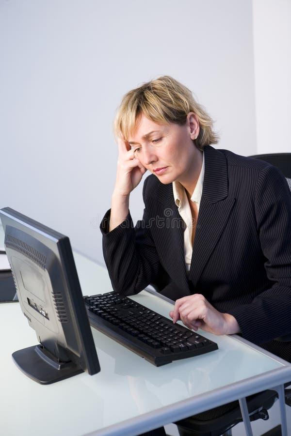 Frau mit Computer stockfoto