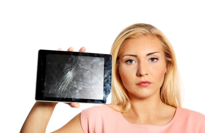 Frau mit defekter Tablette lizenzfreies stockbild