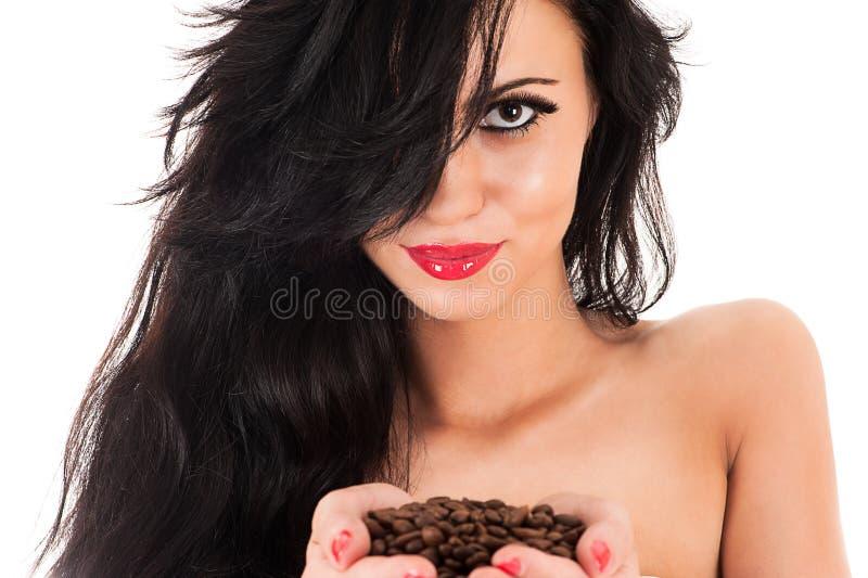 Frau mit dem ausgezeichneten Haar und mit Kaffee stockbilder